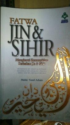 Buku ini banyak menerangkan hakikat jin dan sihir berdasarkan al-Quran dan as-Sunnah serta fatwa-fatwa ulama mengenainya.